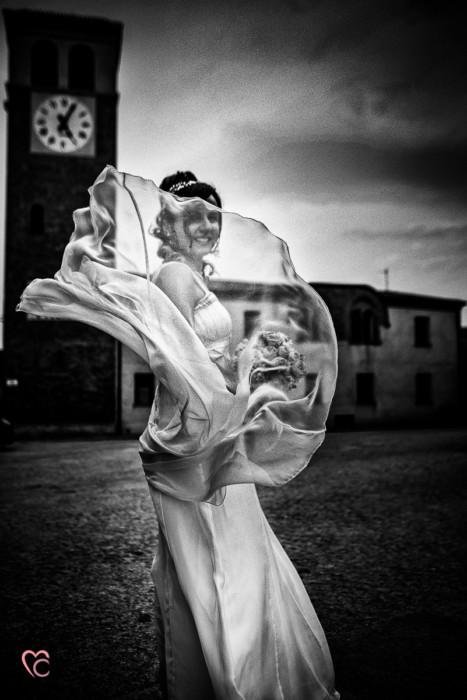 Matrimonio al Municipio di riva presso chieri, sposa nuvoloso, abito che vola