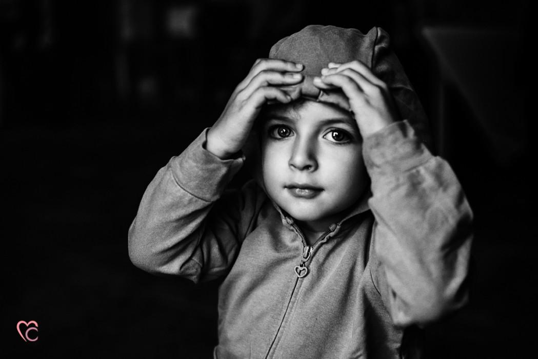 Ricevimento nuziale al Mulino della torre di Riva presso Chieri, bambina in bianconero