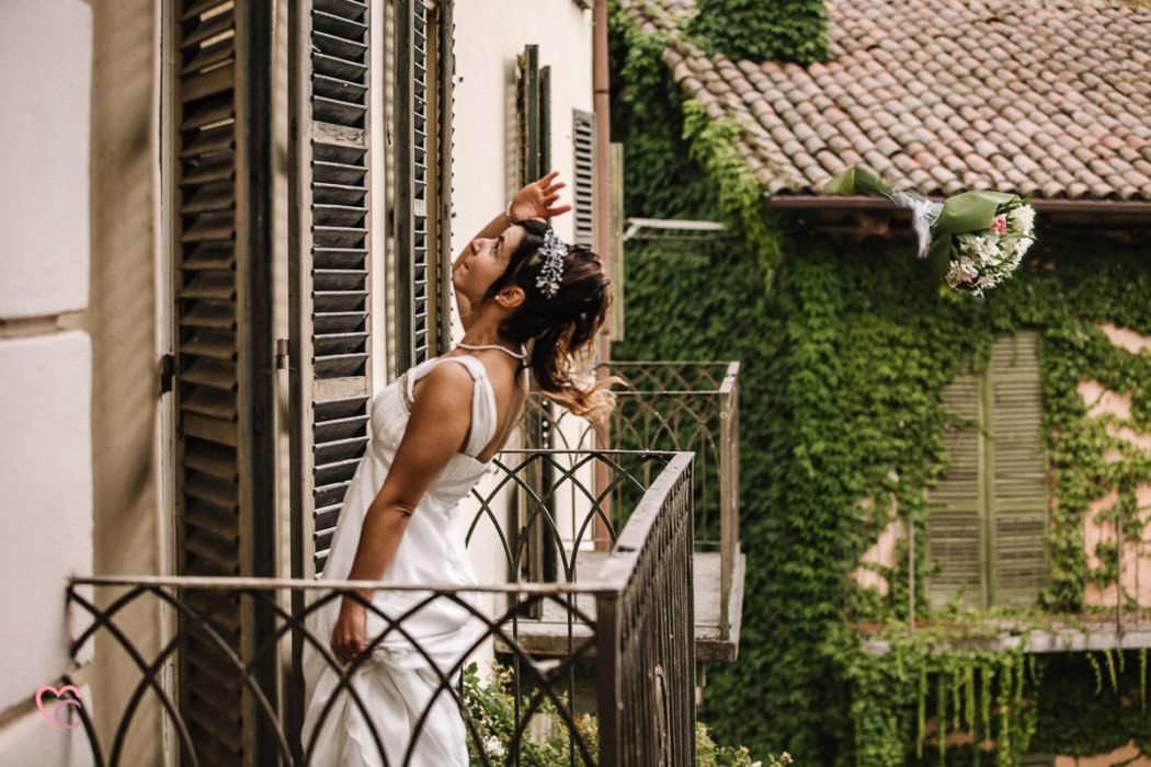 Ricevimento nuziale al Mulino della torre di Riva presso Chieri, lancio del bouquet