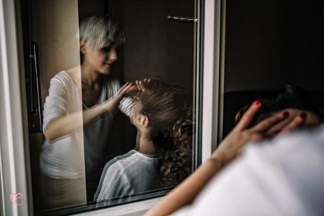 Matrimonio a Chieri e a Riva presso Chieri, preparazione della sposa, make-up artist,sorella della sposa, riflesso