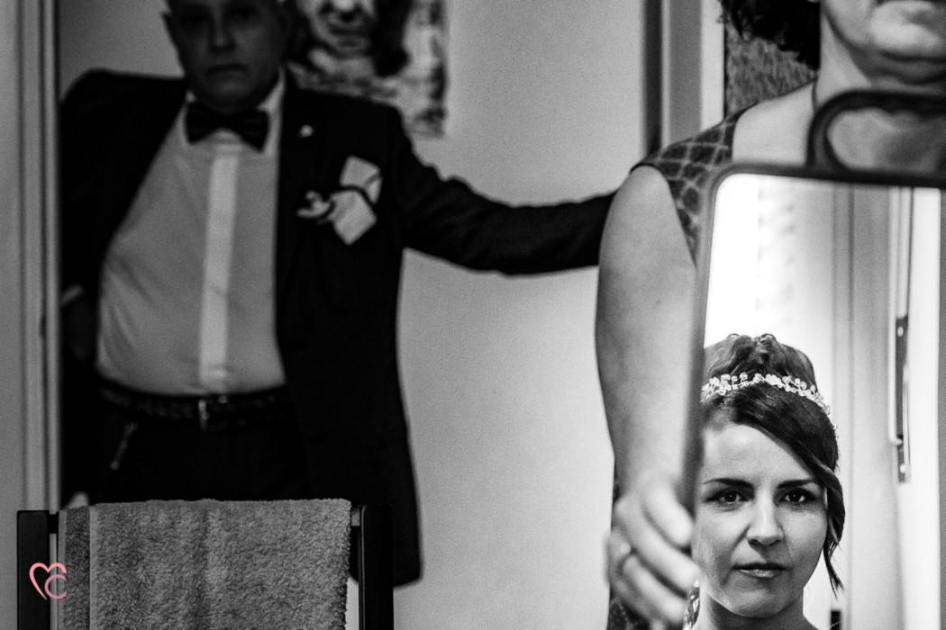 Matrimonio a Chieri e a Riva presso Chieri, preparazione della sposa, sposa allo specchio