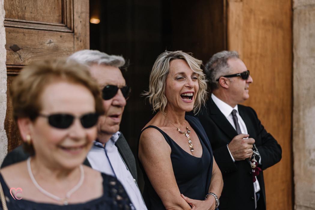 Matrimonio al Municipio di riva presso chieri, parenti che aspettano gli sposi