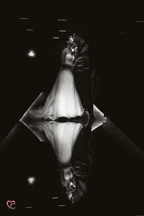 Matrimonio a La morra, ricevimento, foto di coppia, riflesso