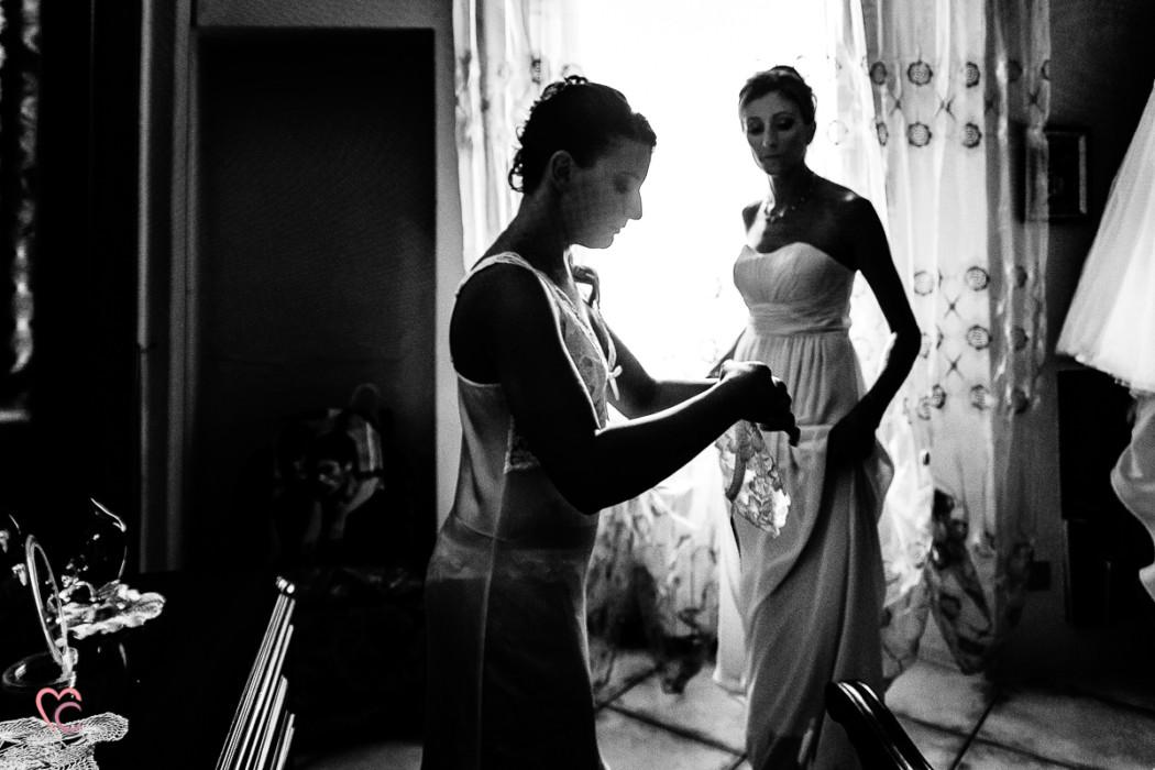 Matrimonio alla Morra,preparazione della sposa, giarrettiera