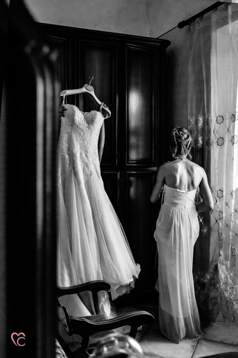Matrimonio alla Morra,preparazione della sposa, sposa, damigella e abito di Nicole spose