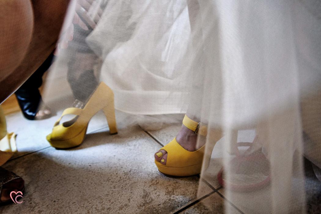 Matrimonio alla Morra,preparazione della sposa, sposa, damigella e abito di Nicole spose, scarpe