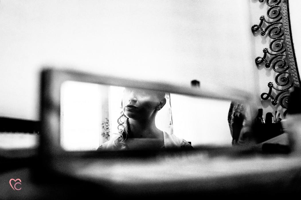 Matrimonio alla Morra,preparazione della sposa, make-up,riflesso allo specchio