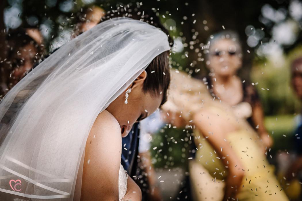 Matrimonio a La morra, cerimonia, lancio del riso