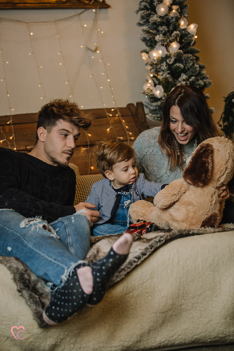 Servizio fotografico di famiglia di Natale, fotografia di famiglia al Mulino della Torre, magica atmosfera di Natale, luci natalizie, bokeh