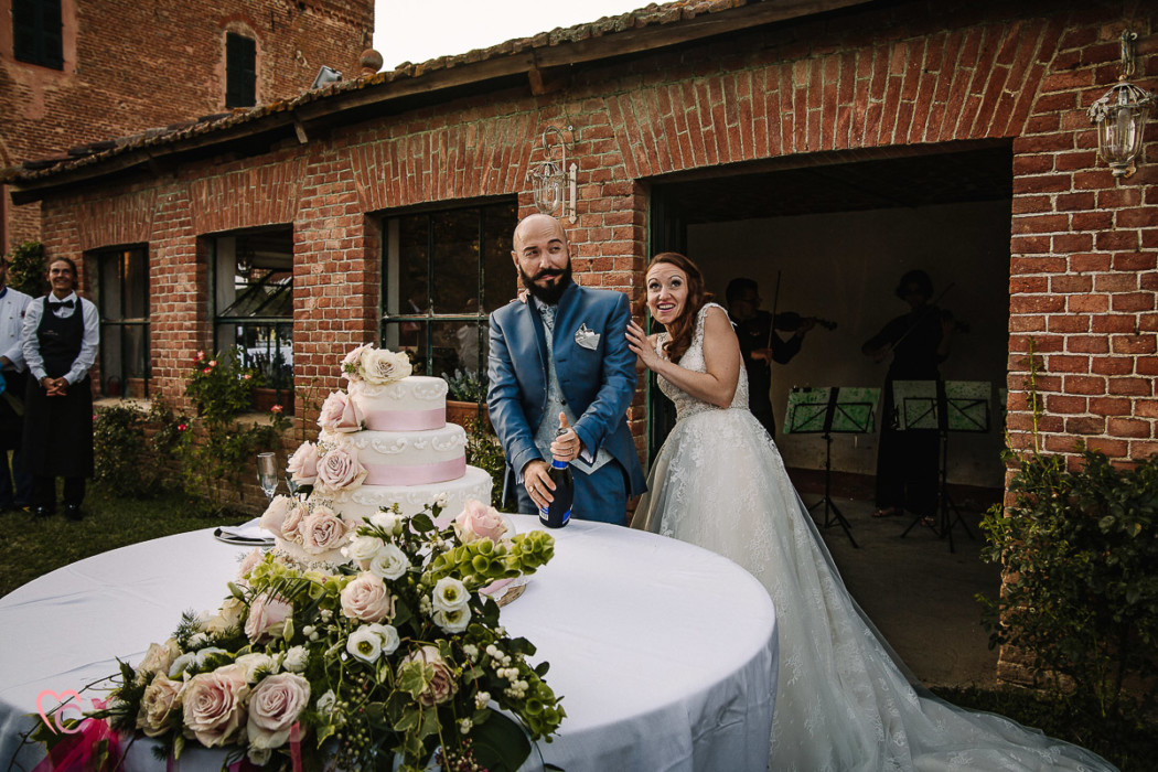 Fotografo matrimonio Torino | matrimonio alla Torre Valgorrera di Poirino,taglio della torta