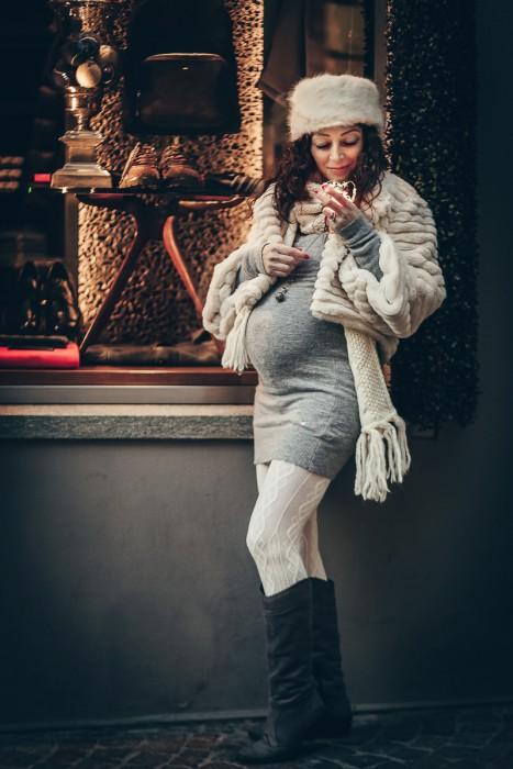 Servizio-fotografico-gravidanza-invernale-in-centro-a-chieri-di-Enya-luci-led-Bokeh