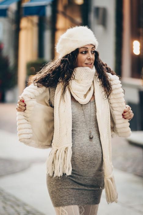 Servizio-fotografico-gravidanza-invernale-in-centro-a-chieri-di-Enya