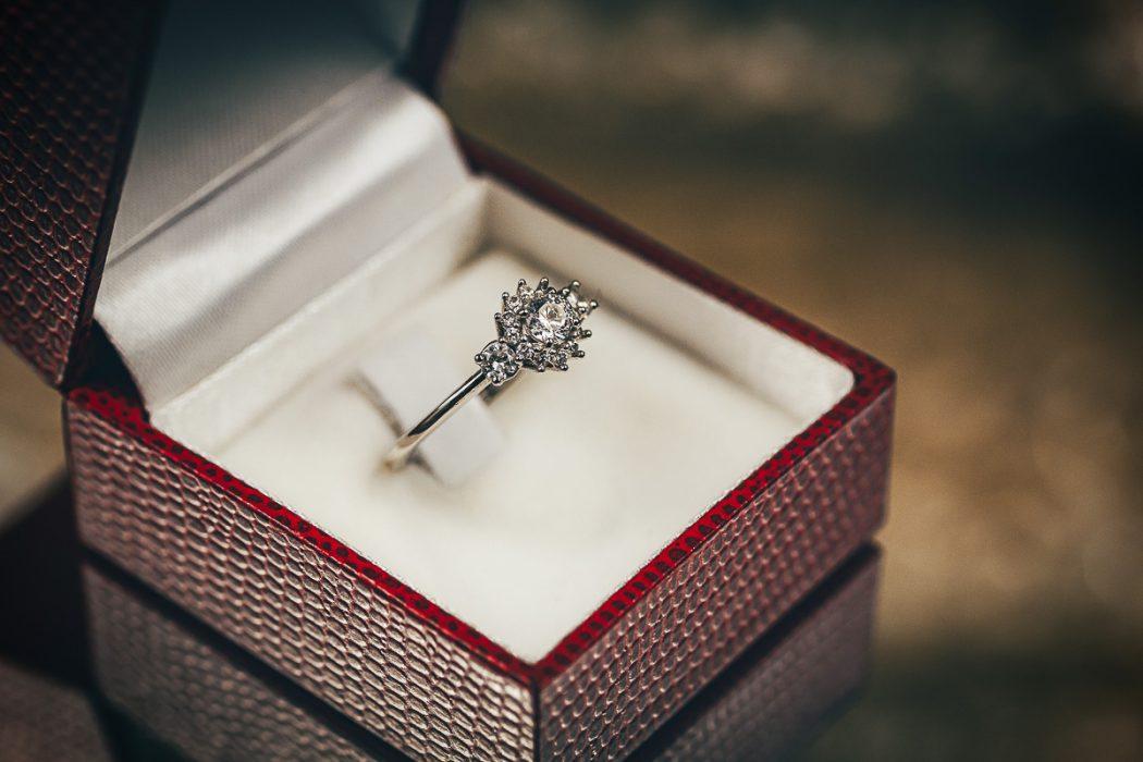 Proposta di matrimonio a tema san Valentino- anello