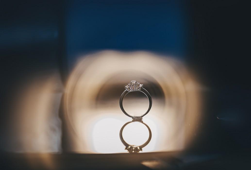 Proposta di matrimonio a tema san Valentino anello